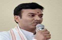 प्रियंका जमीन लुटेरे की पत्नी, राजनीति में बोलने का कोई हक नहीं – राज्यमंत्री शुक्ला