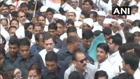गांधी जयंती : दिल्ली में राहुल तो लखनऊ में प्रियंका पदयात्रा पर