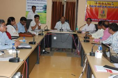Collector Khandwa in the TL meeting said, This is not a good thing