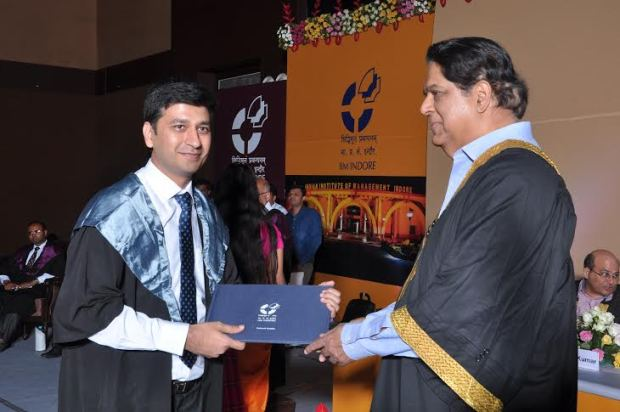 Khandwa Pdmesh gold medal in the IIM