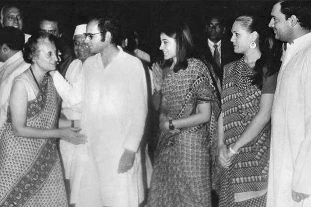 maneka gandhi sonia gandhi Indira Gandhi