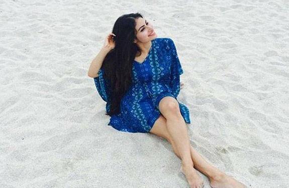 Mouni-Roy-enjoying-her-free-time