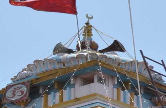 purane hanuman mandir me laga chand