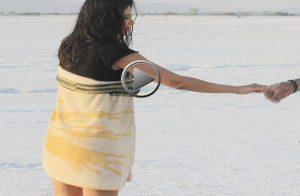 model-actress-priyanka-solanki-towel-scene