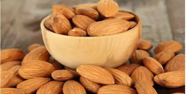 5-such-people-should-never-consume-badam.