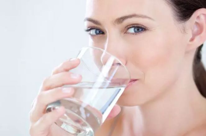 Drinking-warm-water-on-an-empty-stomach-every-day-in-the-morning-provides-all-these-benefits