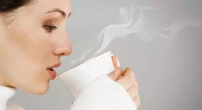 Top-7-amazing-benefits-of-drinking-hot-water-in-the-morning