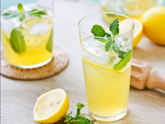 Consuming-lemon-water-in-summer-has-these-benefits