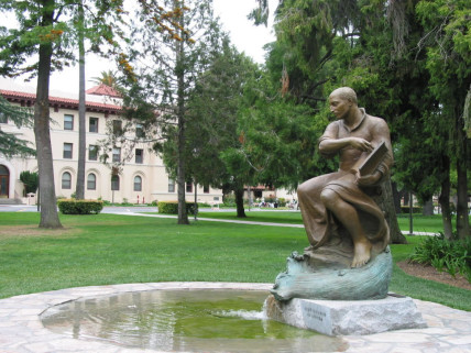 Santa_Clara_Law_School_-_St._Ignatius_Statue