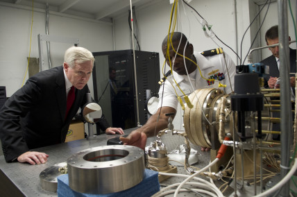 US_Navy_110829-N-ZZ999-023_Secretary_of_the_Navy_SECNAV_Ray_Mabus_tours_a_biofuels_testing_facility_at_the_Naval_Postgraduate_School