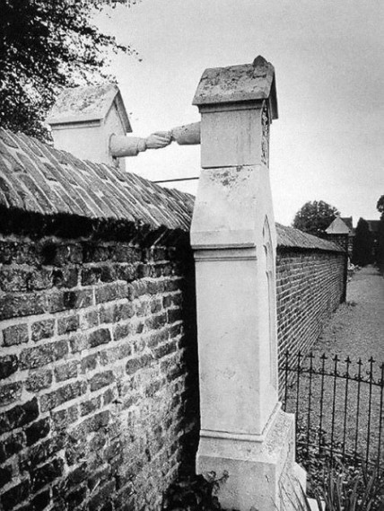 Graves of a Catholic woman and her Protestant husband, who were not allowed to be buried together