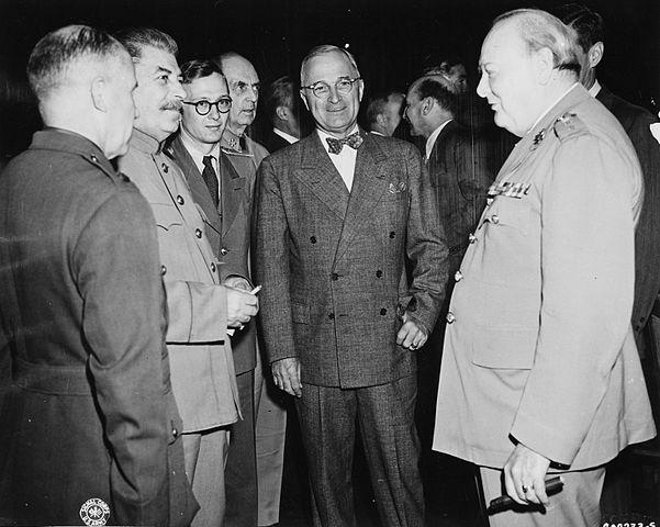 601px-Bundesarchiv_Bild_183-29645-0001_Potsdamer_Konferenz_Stalin_Truman_Churchill