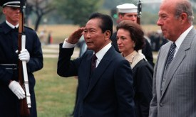 Ferdinand_Marcos_and_George_Shultz_DA-SC-84-05877