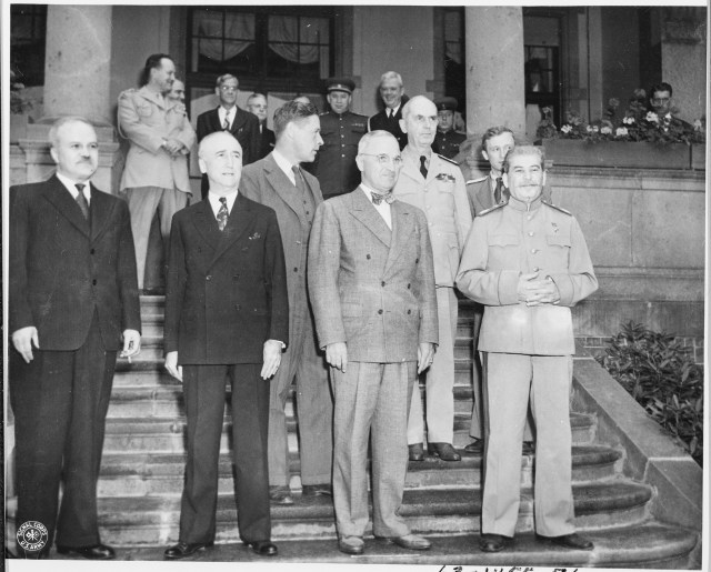 Soviet_leader_Josef_Stalin_meets_President_Truman_for_the_first_time_at_the_22Little_White_House22_the_residence_of..._-_NARA_-_198843