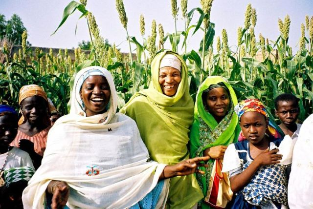 group-of-women-from-nigeria-725x485