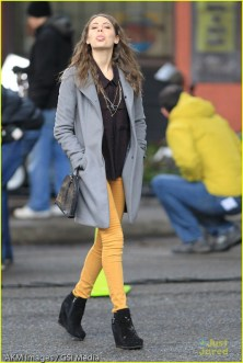 """*EXCLUSIVE* Willa Holland is looking pretty sweet on the set of """"Arrow"""" [NO Canada]"""