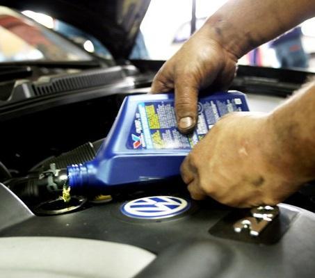 Trocar o óleo do carro para inspeção