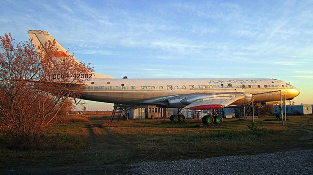 Tupolev Tu-104 restoration image