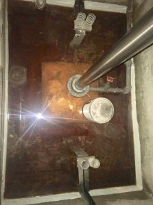 Elevator pit with water flooding