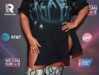 """Lizzo Gets Emotional About Fame: """"Money Doesn't Buy Happiness"""""""