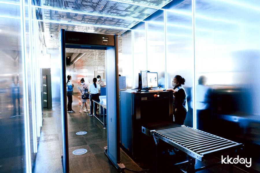 ระบบรักษาความปลอดภัยและป้องกันโรคภายในตึกมหานคร