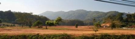 Sicht aus dem Bus auf der Fahrt von Chiang Mai nach Chiang Rai, Nord-Thailand