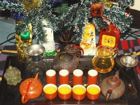 Tee unterm Weihnachtsbaum