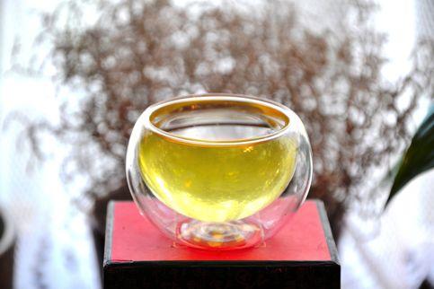 Jadegrüne Tassenfarbe von Sencha Tee