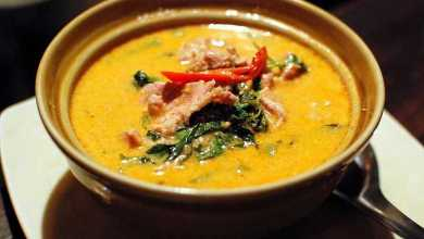 Poulet au curry rouge «Kaeng phed kai»
