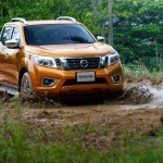 Nissan-NP300-Navara-12th-gen-in-mud
