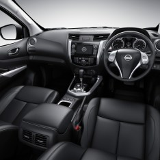 Nissan-NP300-Navara-12th-gen-interior-dark