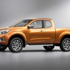 Nissan-NP300-Navara-12th-gen-side-front-view-King-Cab