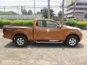 2015-Savannah-Orange-Nissan-Navara-NP300-side