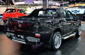 2016-Mazda-BT-50-show-rear