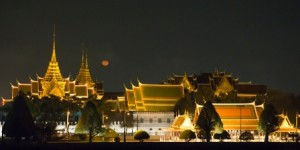 Bangkok temple at night