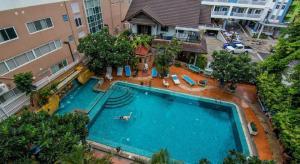 sutus court 5 swimming pool