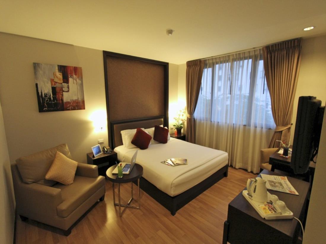 Hotels Near Nana