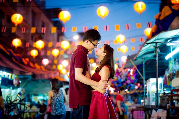 Yuchen and Wenquan's China Town pre-wedding (prenuptial, engagement session) in Bangkok , Thailand. China Town_Bangkok _wedding_photographer_Yuchen and Wenquan_0367.TIF