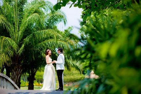 Loh and Jason's King Rama IX Park pre-wedding (prenuptial, engagement session) in Bangkok, Thailand. King Rama IX Park_Bangkok_wedding_photographer_Loh and Jason_1803.TIF