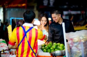 Astrid and Daniel's China Town pre-wedding (prenuptial, engagement session) in Bangkok, Thailand. China Town_Bangkok_wedding_photographer_Astrid and Daniel_09.TIF