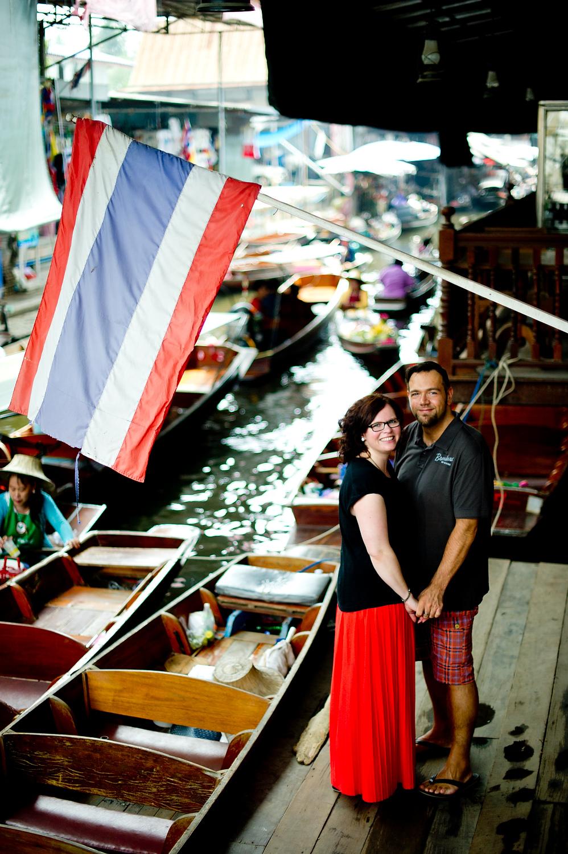 Nina and Michael's Damnoen Saduak Floating Market pre-wedding (prenuptial, engagement session) in Ratchaburi, Thailand.