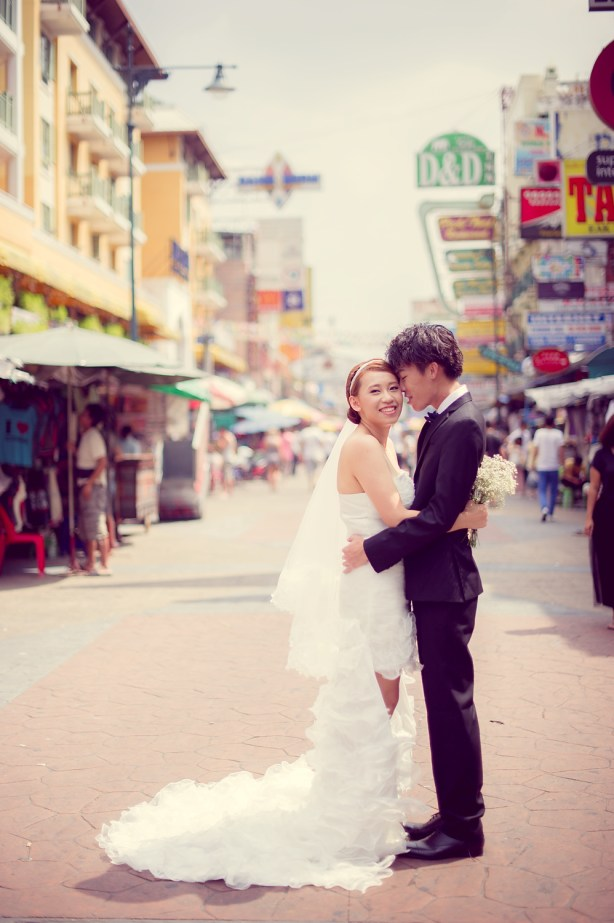 Shan and Net's Khao San Road pre-wedding (prenuptial, engagement session) in Bangkok, Thailand. Khao San Road_Bangkok_wedding_photographer_Shan and Net_214.TIF
