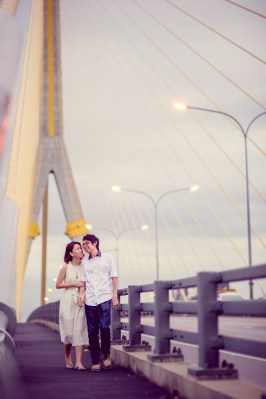 Amy and Kong's Rama VIII Bridge pre-wedding (prenuptial, engagement session) in Bangkok, Thailand. Rama VIII Bridge_Bangkok_wedding_photographer_Amy and Kong_157.TIF