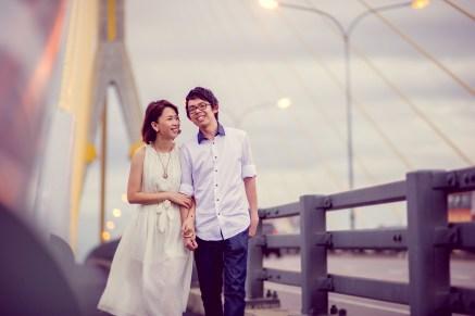 Amy and Kong's Rama VIII Bridge pre-wedding (prenuptial, engagement session) in Bangkok, Thailand. Rama VIII Bridge_Bangkok_wedding_photographer_Amy and Kong_158.TIF