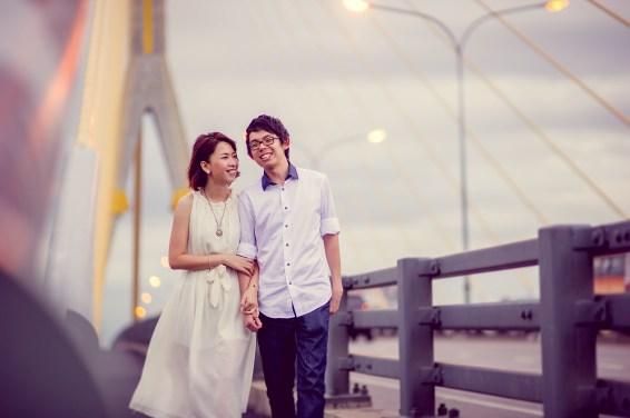 Amy and Kong's Rama VIII Bridge pre-wedding (prenuptial, engagement session) in Bangkok, Thailand. Rama VIII Bridge_Bangkok_wedding_photographer_Amy and Kong_158.TIF