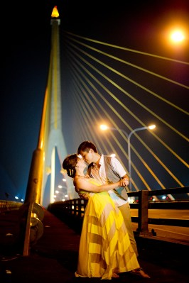 Gloria and Evan's Rama VIII Bridge pre-wedding (prenuptial, engagement session) in Bangkok, Thailand. Rama VIII Bridge_Bangkok_wedding_photographer_Gloria and Evan_2288.TIF