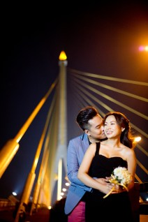 Wu and Lai's Rama VIII Bridge pre-wedding (prenuptial, engagement session) in Bangkok, Thailand. Rama VIII Bridge_Bangkok_wedding_photographer_Wu and Lai_281.TIF