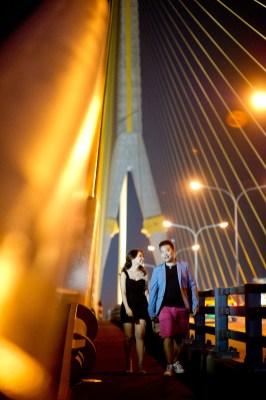 Wu and Lai's Rama VIII Bridge pre-wedding (prenuptial, engagement session) in Bangkok, Thailand. Rama VIII Bridge_Bangkok_wedding_photographer_Wu and Lai_282.TIF