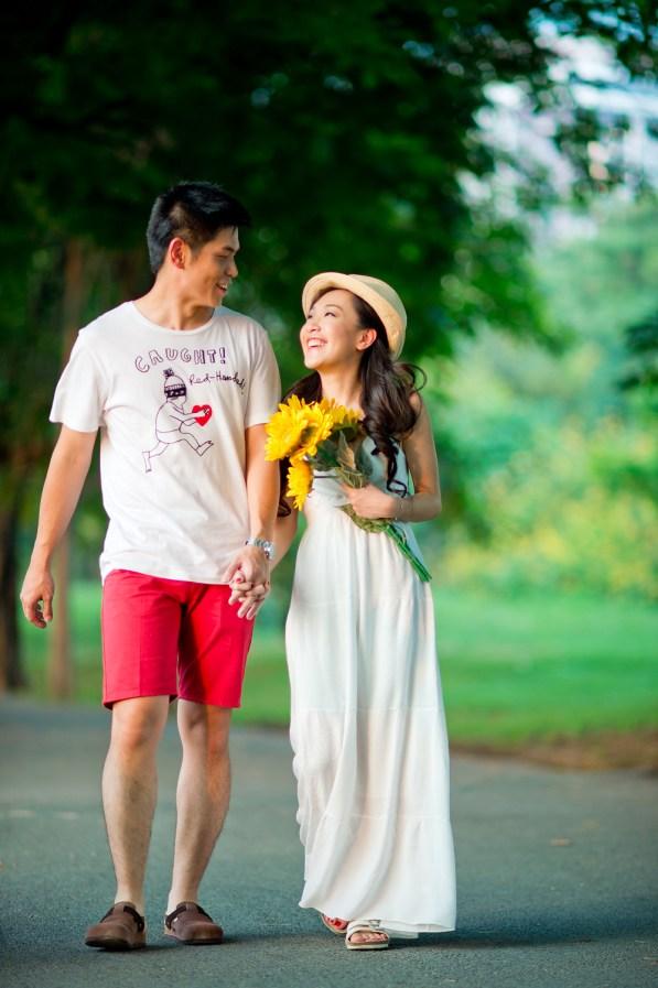 Stephanie and Kelvin's Rod Fai Park pre-wedding (prenuptial, engagement session) in Bangkok, Thailand. Rod Fai Park_Bangkok_wedding_photographer_Stephanie and Kelvin_02.JPG