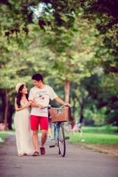 Stephanie and Kelvin's Rod Fai Park pre-wedding (prenuptial, engagement session) in Bangkok, Thailand. Rod Fai Park_Bangkok_wedding_photographer_Stephanie and Kelvin_21.JPG